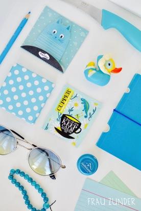 Cupper Tee und türkis blaue Bild Collage mit Gegenständen auf Foto